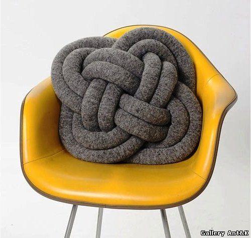 Декоративная подушка-узел с...